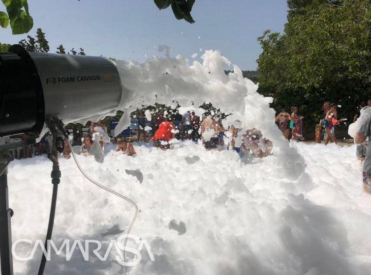 espuma-fiesta-verano-agua-musica-dj
